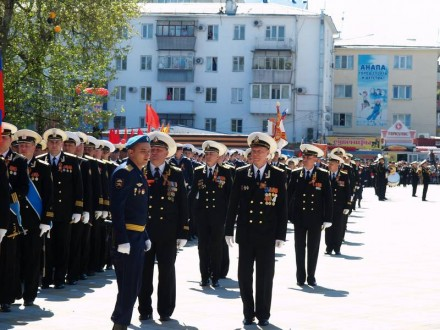 Медаль за организацию парада вручили главе города Анапа.