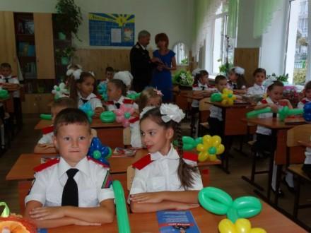 Юные казаки пошли школу.