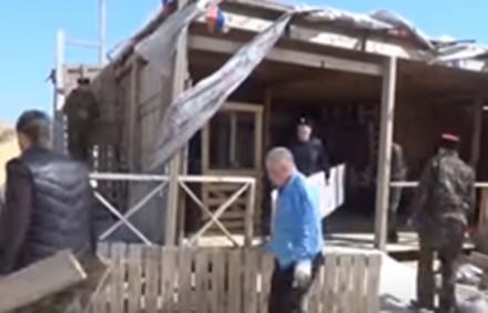 В Витязево снесли два кафе.