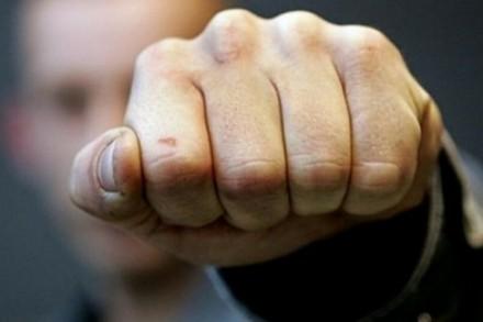 Против власти с кулаками.