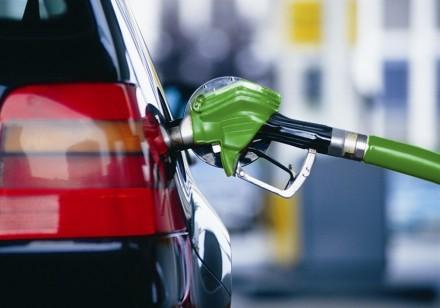 Бензин продолжает дорожать.