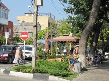 В Анапе демонтировали три «уличных кафе».